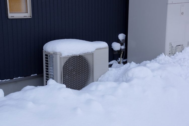 エコキュート設置 冬の写真